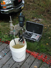 Groundwater sampling equipment with a flow-through chamber